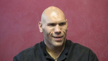 Nikolay_valuev_posetil_turnir_po_professionalnomu_boksu_v_barnaule_thumb_main