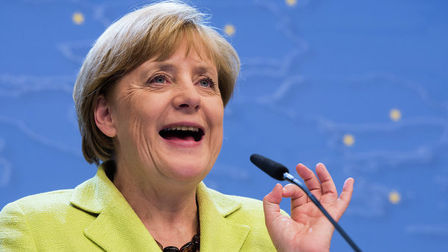 Zhurnalist_spel_v_chest_yubileya_angely_merkel_video_thumb_main