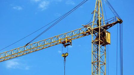 Tower-crane-2387152_640_thumb_main