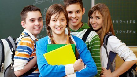 Smiling-students-with-backpacks_1098-1220_thumb_main